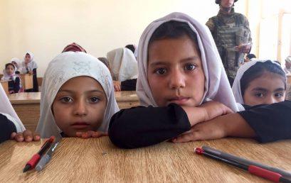 """Datorită militarilor români, copiii afgani spun ,,Bună ziua, România!"""""""
