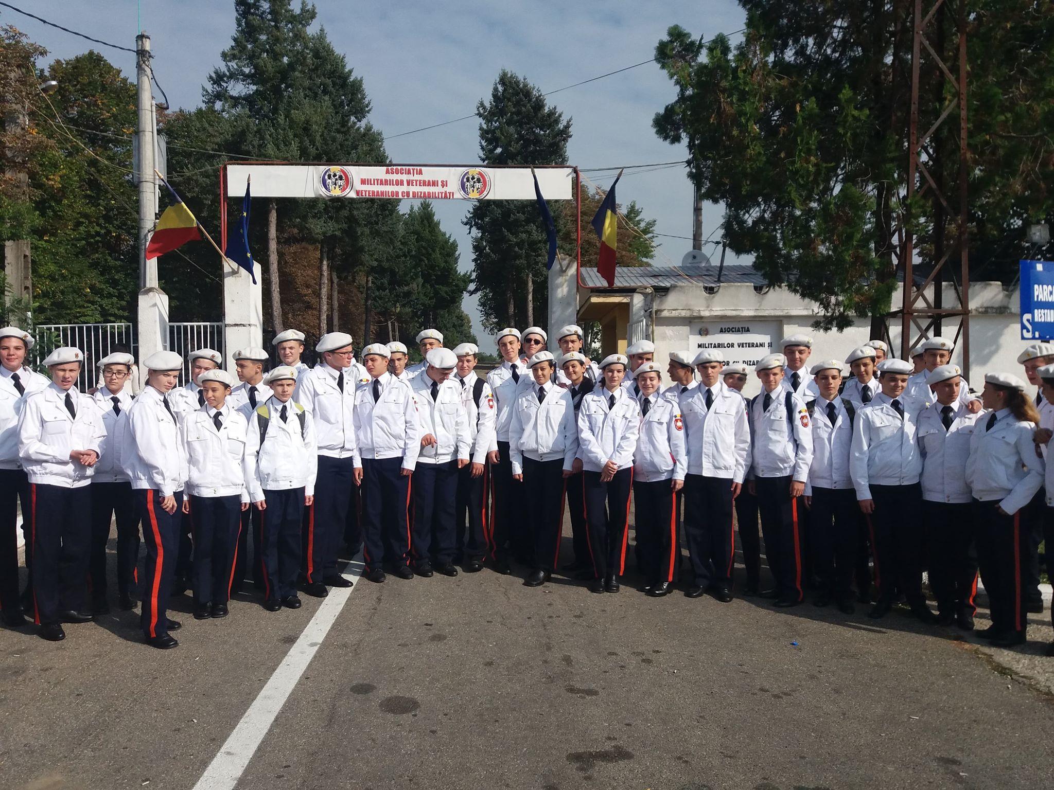 """Weekend plin de vizitatori la Centrul AMVVD de lângă Mănăstirea Dealu. Elevii Colegiului Național ,,Dimitrie Cantemir"""" din Breaza, pe urmele istoriei școlii"""