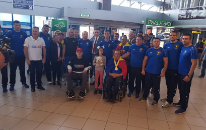 Veteranii noştri s-au întors acasă de la Jocurile INVICTUS – 2018, cu piepturile pline de medalii. Ministrul Apărării și delegația AMVVD i-au așteptat la aeroport